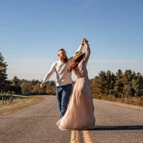 Elopement photographer in blowing rock, NC. I'm teaching you what you need to know as a beginner in photography.